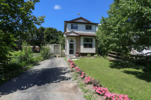 Cozy 3 + 1 Bed 2 Bath Home for Under 400k in Shelburne