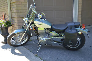 Suzuki Boulevard S40 (650cc) 2013 - Mint condition