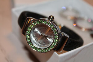Milano cuff watch with inerchangeable bezels
