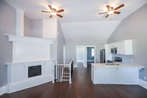 2Bd 1 WR Panoramic lakeview Close to West Harbour Go Station!