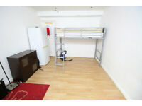 2 bedroom flat in Holly Parade, High Street, FELTHAM, TW13(Ref: 277)