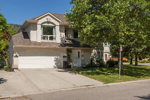3bedroom, 2bathroom North Glenmore Townhouse with 2 car garage