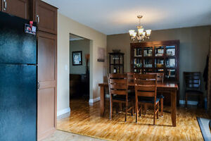 GREAT LASALLE HOME LOCATED ON A LARGE LOT ACROSS FROM A PARK~ Windsor Region Ontario image 6