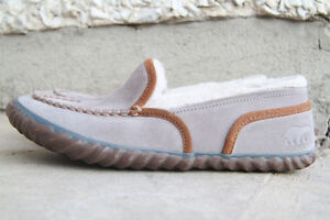 Sorel moccasin slippers Womens size 8