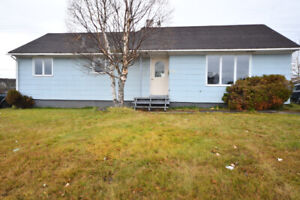NEW LISTING!! 832 Lakeside Dr
