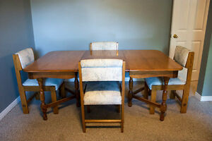 Solid Wood Table 4'x6' with 4 Chairs