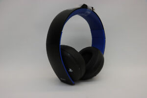 **GAME IN STYLE** PS4 Gold Series Gaming Headset (#16359)