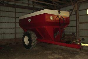 J&M 450 Bushel Grain  Buggy