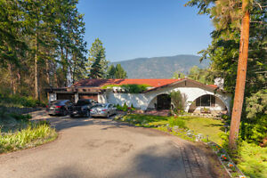 Okanagan lakefront vacation rental for up to 10 people!