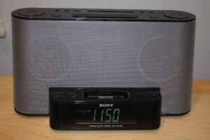 SONY IPOD/IPHONE DOCK WITH AM/FM ALARM CLOCK – GREAT CONDITION