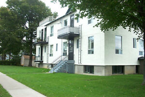 LACHINE WATERFRONT FURNISHED 3 1/2, GRANITE, SATELLITE, WiFi West Island Greater Montréal image 6