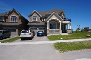 Home For Rent in Alliston 2900 SQ FEET 4+1 Bedrooms + 4 Washroom