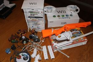 NINTENDO Wii + CHARGING DOCK FOR REMOTES