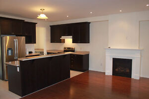 Double Car Garage Luxury Rosehaven Townhome Hwy 407/Neyagawa Blv