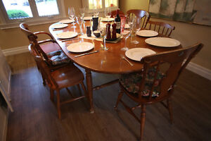 Wood Dinning Table 4 to 10 people + 4 chair West Island Greater Montréal image 1