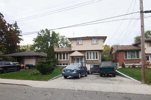 For Sale : Spacious 3 bedroom house on a Ravine Lot