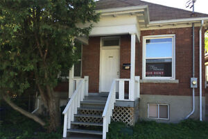 286 Division - 4 Bedroom House near Queens and Downtown Hub