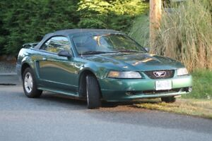 2001 FORD MUSTANG CONVERTIBLE  V-6 AUTO