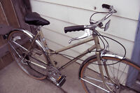 """Vintage CCM 5 speed bik for a  5'10"""" to 6'1"""" person"""