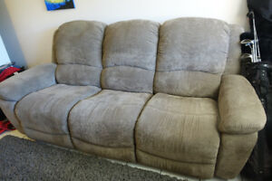 LA-Z-BOY 3 SEATER RECLINER COUCH
