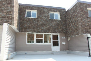 Move-in ready 3 bed / 2 bath townhouse!