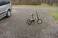 FOR SALE BOY,S 12 INCH  JEEP BIKE LIKE NEW STRONG ONE,