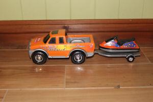 Camion avec remorque et motomarine Tonka