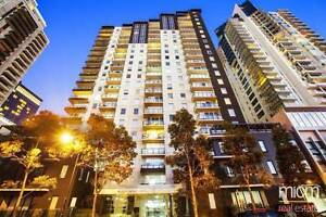 ROOM AVAILABLE- SOUTHBANK OPPOSITE CROWN- COUPLES WELCOME Southbank Melbourne City Preview