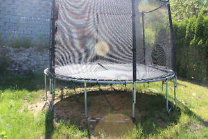 Trampoline wiih safe enclosure