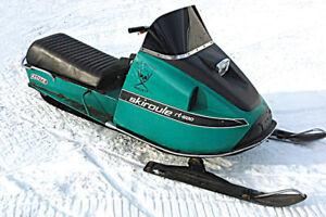 Recherche motoneiges Skiroule 1970 : RT 500 - RTX  640-750-800