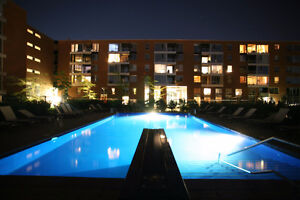 Luxueux condo au SAX piscine & garage/Luxurious condo