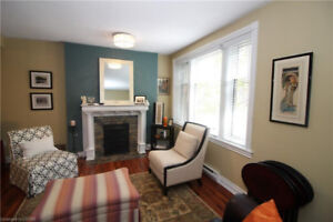 HISTORIC QUEENS COURT IN THE HEART OF DOWNTOWN! MOVE IN READY