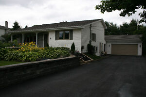 Well maintained 3 Level Back Split/Dbl Garage with Inground Pool