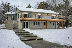 10 Acres Estate Home In Desirable King City.
