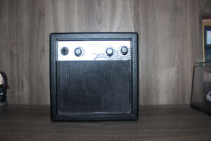 MINI AMPLIFIER FOR ELECTRIC GUITAR