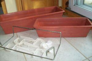 2 jardinières rectangulaires en plastique avec supports