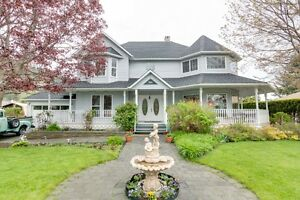 Large Custom Built Home  located just steps from Okanagan Lake!