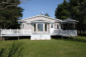 Waterfront Cottage in Shediac Bridge