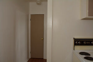 ONE BEDROOM ALL IN $725.00 AVAILABLE DECEMBER 1ST. Cornwall Ontario image 4