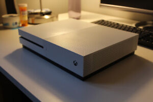 Xbox One S / 1 TB (1000gb) ... 1 month old...