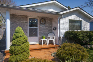 O/H SUN 2-4! MOVE IN READY, CENTRALLY LOCATED BUNGALOW!