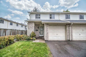 End Unit 4+1 Bedroom & 3 Bath 2 Storey Condo Townhouse !!