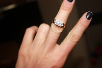 BEAUTIFUL ANTIQUE GOLD RING-- SIZE 6ISH-- IN EUC