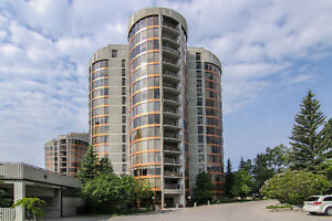 Highrise in Coach Hill with Panoramic Views of the city/mountain