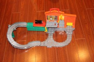 Fisher-Price Thomas The Train: Take-N-Play The Dieselworks Plays