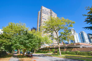 West of Denman 1 Block to English Bay and Stanley Park!