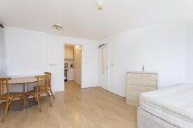 2 minutes walk from Kentish Town station! Studio with separate Kitchen and Bathroom!
