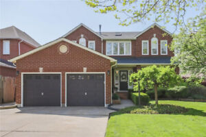 BEAUTIFUL LAKESIDE EXECUTIVE FAMILY HOME W/ 4+1 BED AND 4 BATH!