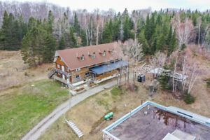 Buildings and Acreage with Endless Possibilities!