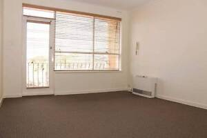 Large bedroom in the heart of Hawthorn,1 min to Hawthorn station Hawthorn Boroondara Area Preview